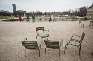 chairs-in-jardin-du-luxembourg